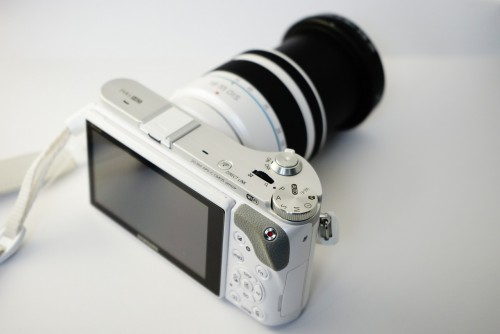 Samsung HD 20.3M APS-C Camera